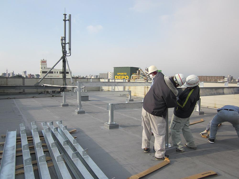 ソーラー発電所屋上施工