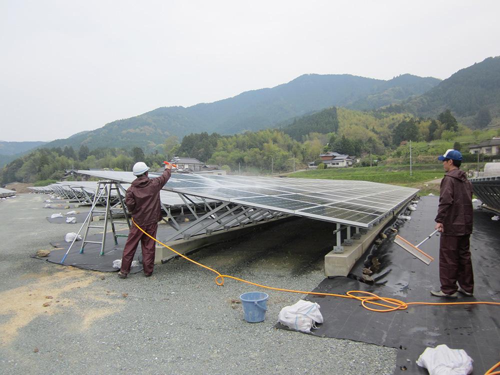 山鹿ソーラー発電所ソーラーパネル洗浄清掃